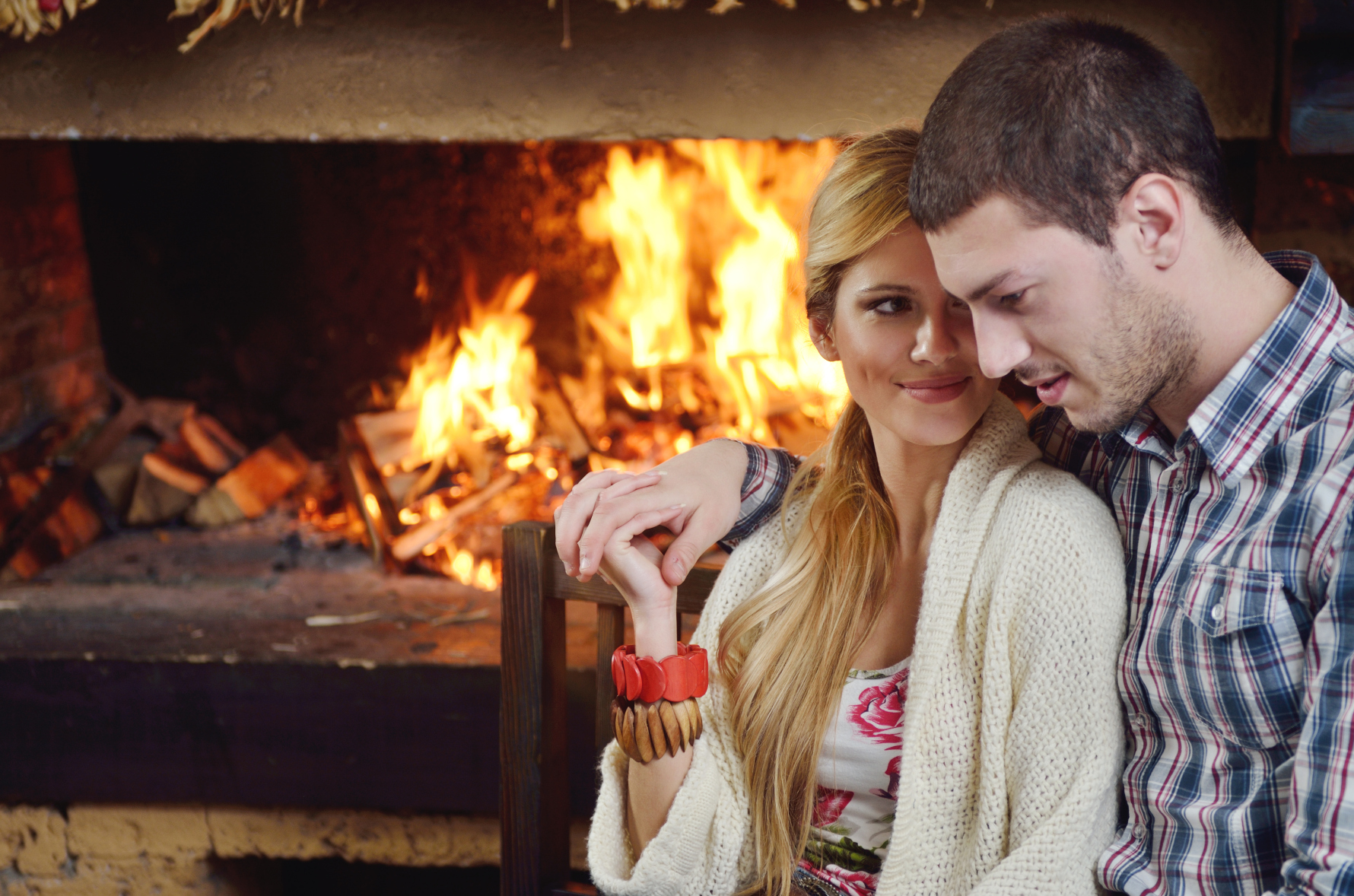 Kozzi-young_romantic_couple_sitting_and_relaxing_in_front_of_fireplace-1780x1179